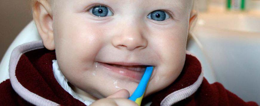 ¿Cuándo llevar a nuestros niños al dentista?